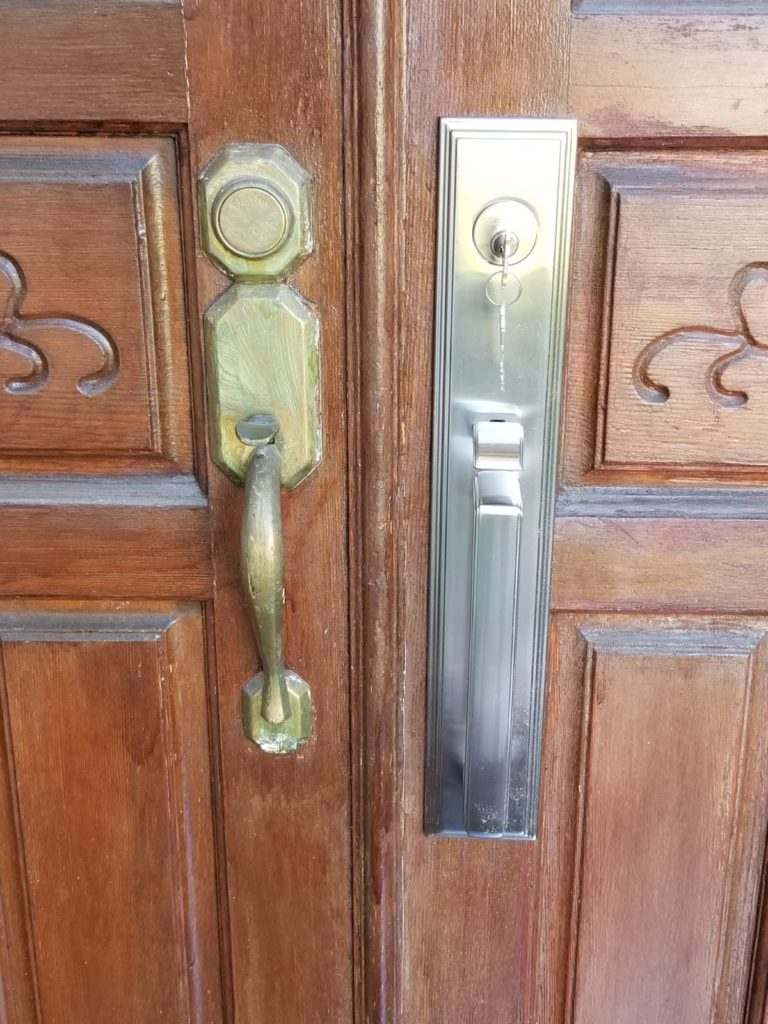 Front Entry Door Handleset, newport beach handleset locksmit, after picture, locksmith, locksmith near me, Irvine locksmith, newport beach locksmith, corona del mar locksmith,